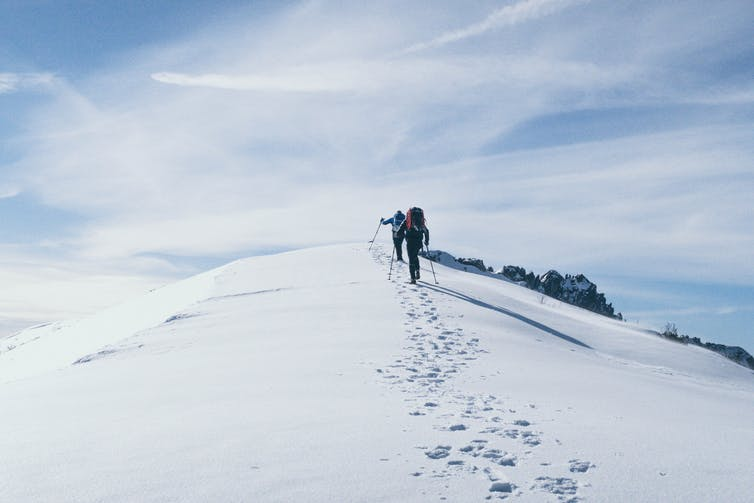 Randonneurs dans la neige